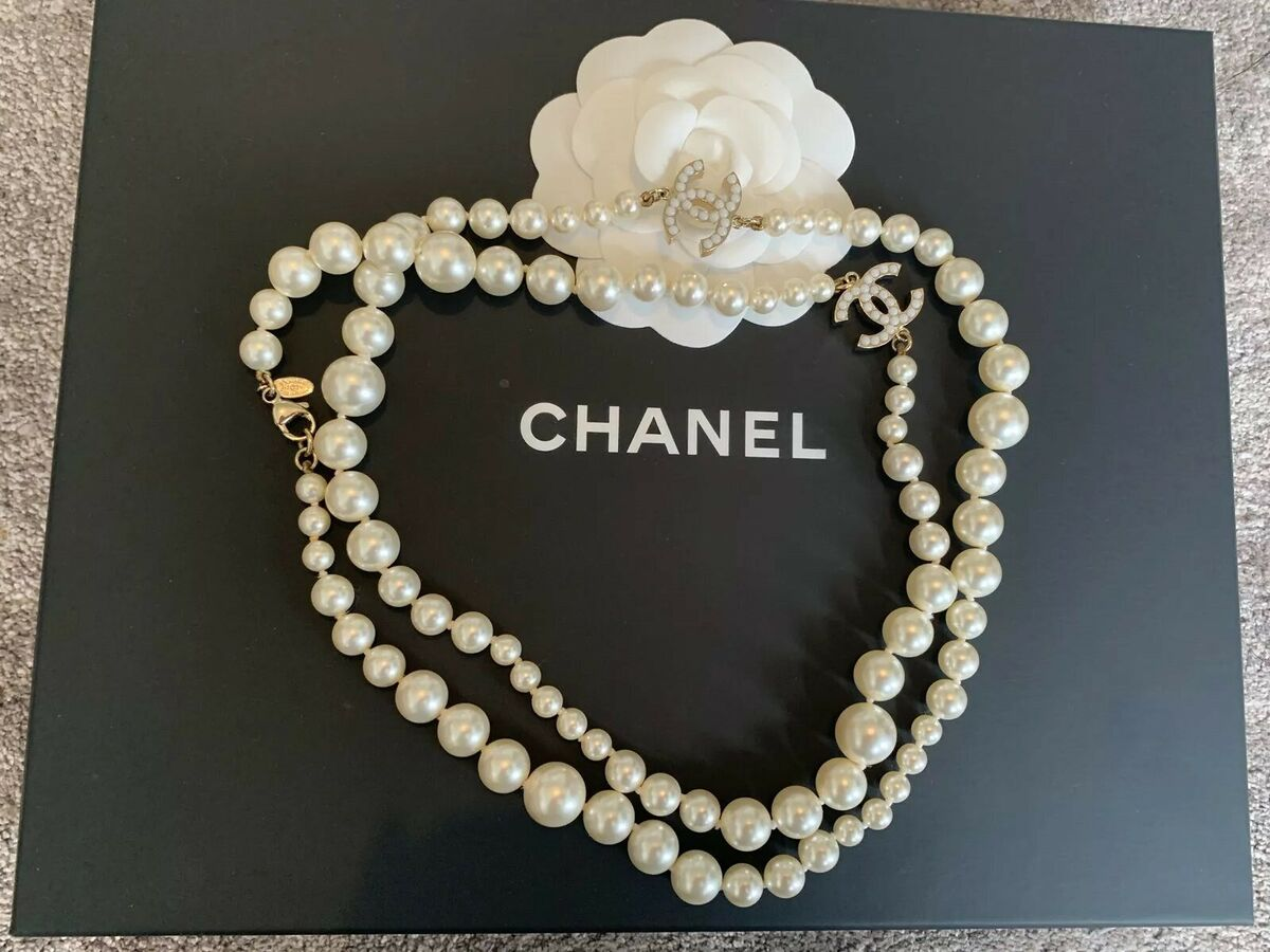 Brand new authentic classic chanel long pearl embellished cc necklace harrods 