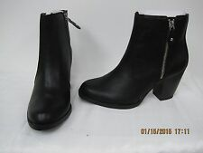 NEW! Women's SV by Vera Wang Black Wallace Zipper Ankle Boot Retail $89.99 / A3