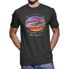 Cessna 182 Skylane King Of The Sky Men`s Dark T-Shirt