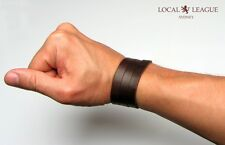 BORN TO SURF - MENS LEATHER SURFER BRACELET WRISTBAND WRAP CUFF BROWN BLACK FREE
