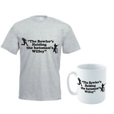 THE BOWLER IS HOLDING THE BATMAN'S WILLEY - Funny Men's T-Shirt and Mug Set
