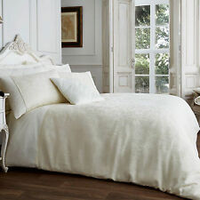 Luxury Jacquard Quilt Duvet Cover with Pillow Case – Damask Themed - Cream