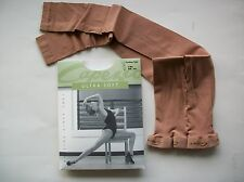 New in Package CAPEZIO 1817 Ultra Soft FOOTLESS Suntan TIGHTS Ladies