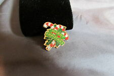 RED WHITE CANDY CANE & GREEN HOLLY GREEN MERRY XMAS BANNER ENAMEL GOLDTONE  PIN
