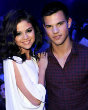 SELENA GOMEZ POSING WITH TAYLOR LAUTNER PHOTO OR POSTER