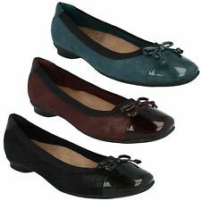 SALE CANDRA GLOW LADIES CLARKS PATENT TOE CAP WIDE FIT BOW TRIM FLAT PUMP SHOES