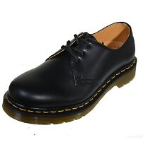 Dr. Martens 3-hole Docs Classic Low shoe Smooth Black 1461 with seam