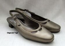 NEW HOTTER ENTREAT WOMENS METALLIC LEATHER SHOES SIZE 4.5 / 37.5