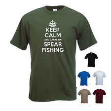 'Keep Calm and Carry on Spear fishing'. Funny Spearfishing Fishing mens Tshirt