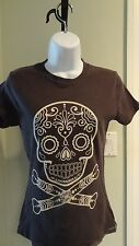 New Loungefly Juniors Gray/Black Tee with Ivory Skull & Crossbones: Size Small