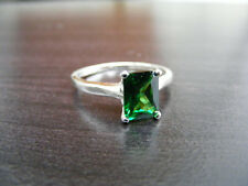 S318 Sterling Silver Simple Solitaire Ring 2 Carat Lab Emerald Gemstone
