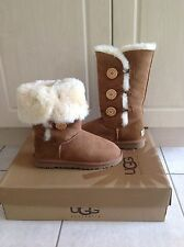 Women's Authentic Ugg Bailey Button Triplet chestnut Size 7