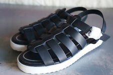 DEENA & OZZY URBAN OUTFITTERS NEW Sandals black strappy fisherman adjustable