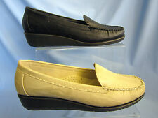 LADIES MOCCASIN STYLE SHOE ( F9374)