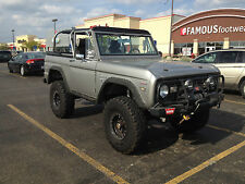 Ford : Bronco 2 door convertible with roll bar