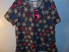 SCRUB STAR 100% COTTON SNOW FLAKE V-NECK 2 POCKET SCRUB TOP SZ: XS, S & L