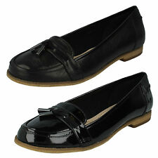 LADIES CLARKS BLACK LEATHER PATENT SLIP ON TASSEL LOAFER SHOES ANGELICA CRUSH