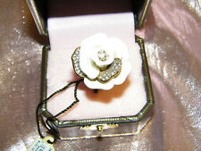 JUICY COUTURE * BG - PAVE PETALS FLOWER RING WHITE   - ONE SIZE
