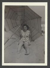 LQQK vintage 1950s original, SWELL LOOKING BEACH BABE IN ONE PIECE SWIMSUIT