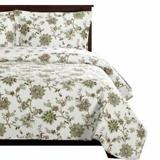 Brea Oversized Bedspread Set, Elegant Quilt Decorated with Matching Floral Shams