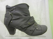 Ladies Coco Zip Up Ankle Boot In Light Grey 'L8603'