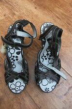 BNWT LADIES SIZE 3 (36) SANDALS BY FLY LONDON