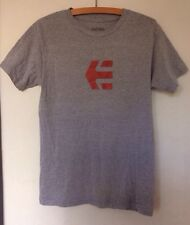 Mens Teenagers Youths ETNIES T Shirt Top Grey with Red Graphic Size Small