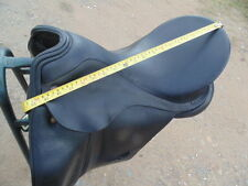 Beautiful Dressage saddle by Albion  17'.5' med wide