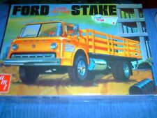 AMT 1/25 SCALE AMERICAN FORD C-600 TILT CAB STAKE BED CARGO TRUCK (AMT650)