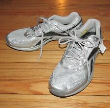 Reebok Mens Silver Gray Tennis Athletic Shoes Size 7 BRAND NEW