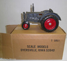 Scale Models Minneapolis Moline Twin City Prairie Gold Rush Tractor 1986 1/16