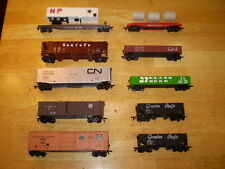 MODEL TRAINS//HO/LOT OF 10 COMPLETE FREIGHT CARS/