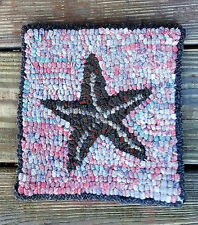 STARFISH ON CORAL   Primitive Rug Hooking  KIT WITH #8 CUT WOOL STRIPS