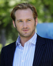 JOSH LUCAS CANDID IN SUIT PHOTO OR POSTER