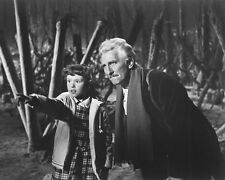 DR. WHO AND THE DALEKS B&W PETER CUSHING BOY PHOTO OR POSTER