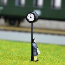 S587 - 2 Stück H0 Bahnhofsuhr mit LED Beleuchtung Höhe 4cm Uhr für Bahnhof