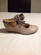 Bellisisimo Beige Leather Mules With Strap And Bow