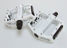 Wellgo B087U - Flat / Platform Mountain Bike Pedals - White
