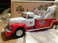 First Gear Diecast 1957 International R-200 Mobil Wrecker Tow Truck 1/34 scale
