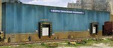 Spur H0 -- Bausatz Spedition Hintergrundgebäude -- 3192 NEU
