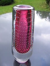 wunderschöne MURANO VASE mit rose-rotem Innenfang und eingestochenen Luftblasen
