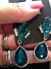 DROP CLEAR TURQUOISE VINTAGE STYLE CLEAR CRYSTAL PIERCED EARRINGS 2CM LONG