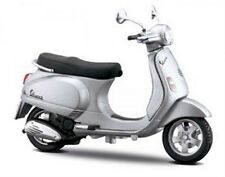 Maisto - 2005 VESPA LX 125 in Silver - 1:18 Die-Cast Scooter Model - New