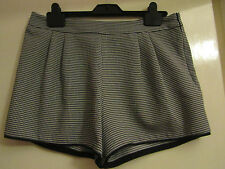 Black & White Cage Pattern New Look Hot Pants / Shorts in Size 12 - NWOT