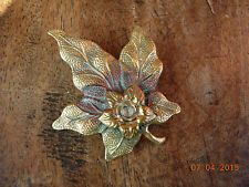 Pretty vintage brooch with detailed leaf and stone set in centre