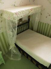 Miniatur-BALDACHIN mit Spitzen-GARDINE,für Puppenstuben-Bett 1:12,Schlafzimmer
