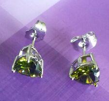 A08 Plum UK 8mm green peridot heart silver (white gold gf) stud earrings BOXED