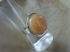 Ein runder orange/roter Aventurin Cabochon Fingerring Ring verstellbar 18-21 mm