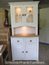 HAMPSHIRE PAINTED 2 DOOR DISPLAY DRESSER WITH LIGHTS/ SOLID PINE - SOLID OAK