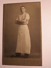 Siegen - 1906 - stehender junger Mann mit Schürze - Handwerker ? / CDV